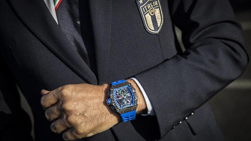 Blu come la maglia dell'Italia il nuovo orologio di Roberto Mancini