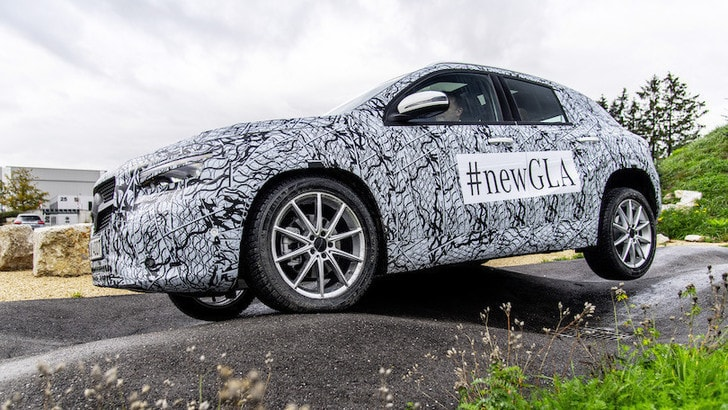 Nuova Mercedes GLA, l'interno si trasforma