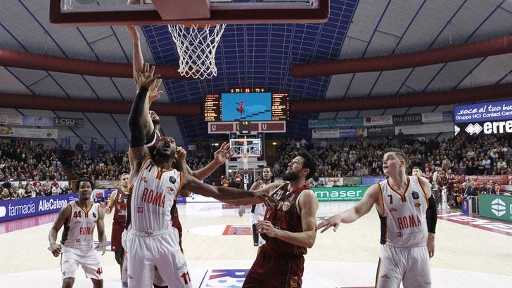 Venezia batte Roma di misura, bene Cantù. Brescia vince il derby