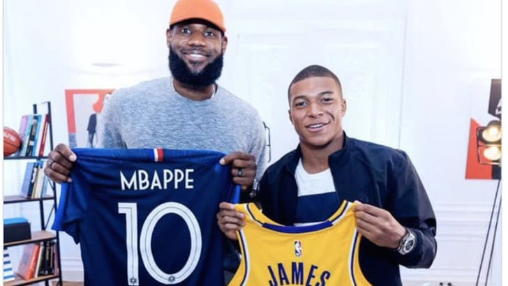Mbappé e Lebron James: gli auguri al Re