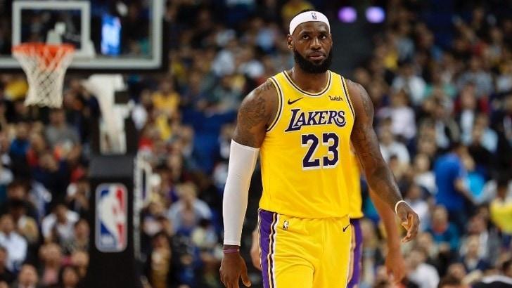 Nba, Lakers rischiano con i Suns, super Giannis contro i Bucks