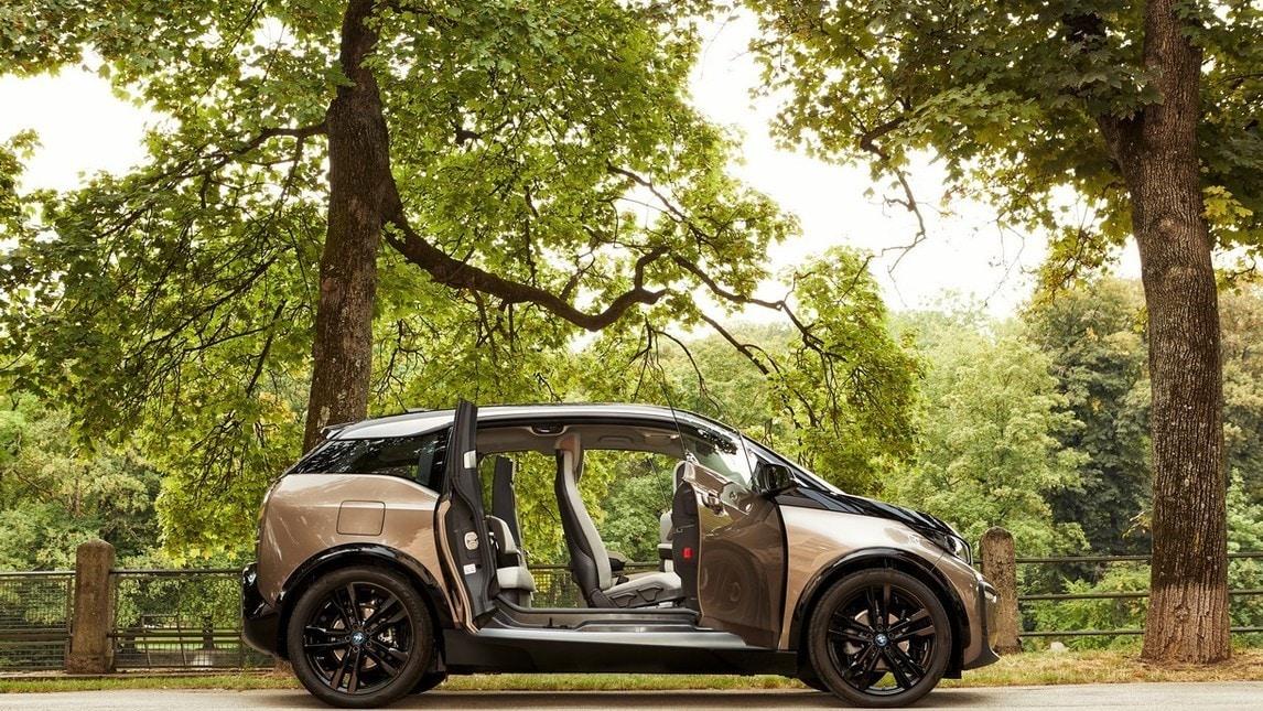 BMW i3 42 kWh: gli scatti