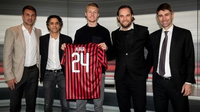 Milan, ecco Kjaer: in posa con la numero 24