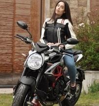 Carlotta Maggiorana con la MV Agusta Dragster al GF VIP