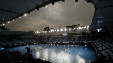 Australian Open, dopo il fumo ci si mette pure la pioggia