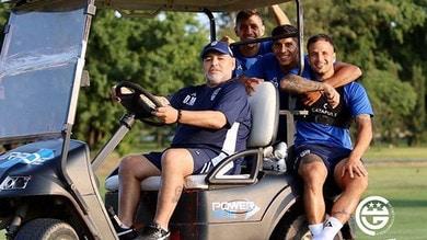 Guardate Maradona: fa l'autista del suo Gimnasia!