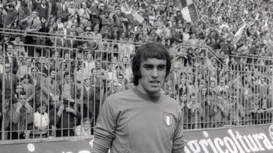 Anastasi, centinaia di persone a Varese per l'ultimo saluto all'ex attaccante