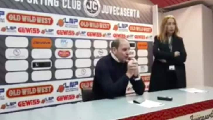 Gentile senza freni in conferenza: