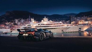 Lamborghini Veneno Roadster nera e verde lime all'asta: gli scatti