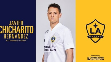 Chicharito Hernandez firma per Los Angeles Galaxy: è l'uomo copertina dopo Ibra