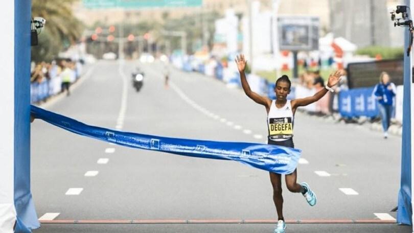 Standard Chartered Dubai Marathon, al traguardo undici uomini in una manciata di secondi