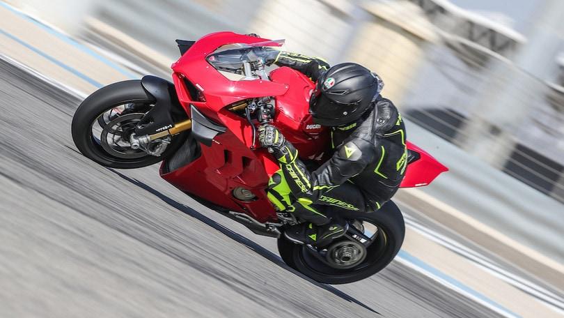 Test Ducati Panigale V4S, 214 cv di esuberanza