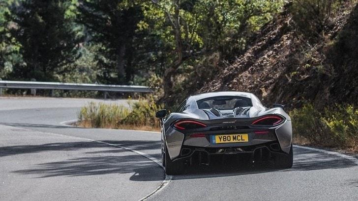 McLaren, primi test per l'evoluzione ibrida della 570S