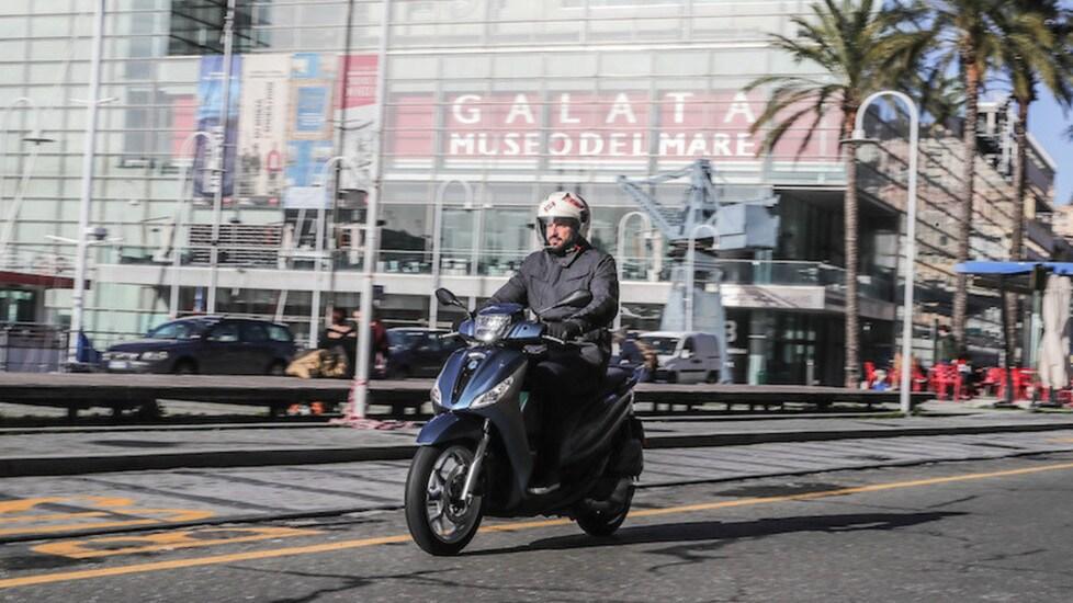 Lo scooter a ruote alte di Pontedera vede un restyling completo ed introduce, in questo segmento, dotazioni da Gran Turismo
