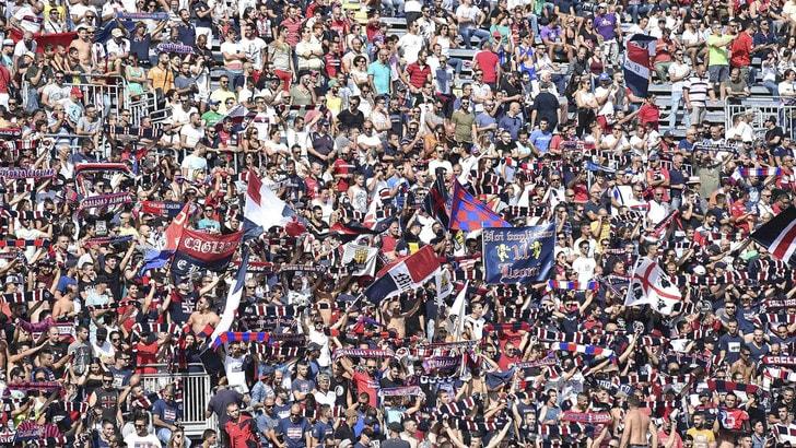 Razzismo, il Cagliari espelle a vita 3 tifosi dallo stadio