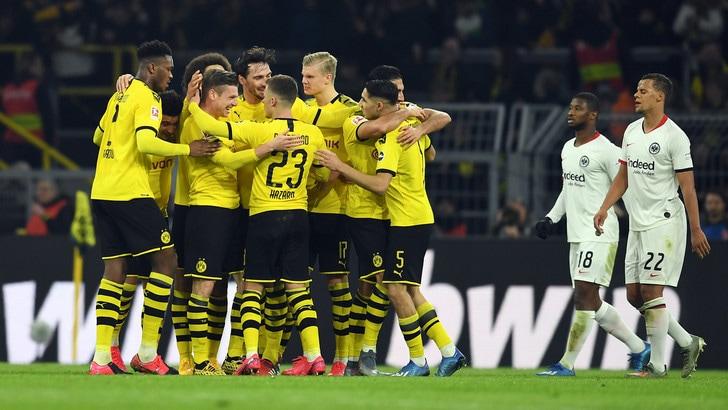 Bundesliga, poker Dortmund: segna Haaland, applausi per Emre Can