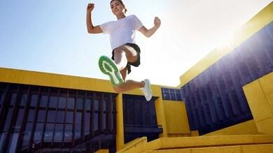 La nuova ASICS NOVABLAST™ dà una spinta d'energia ai piedi dei runner