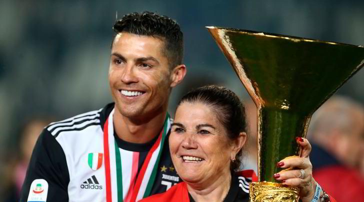 """Malore della madre di Ronaldo, CR7 vola a Madeira: """"Situazione stabile"""""""