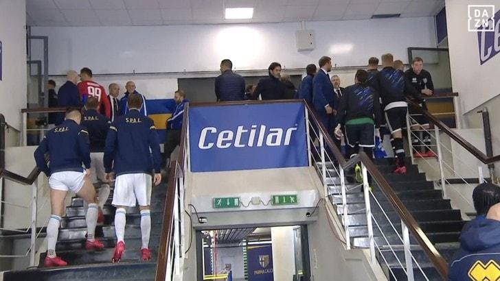 Parma-Spal: clamoroso! Squadre richiamate negli spogliatoi, poi il via libera
