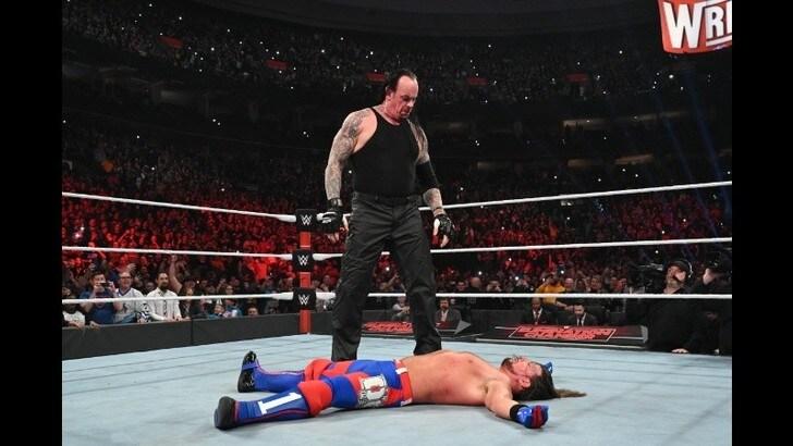 WWE Elimination Chamber 2020, Shayna Baszler domina. E c'è Undertaker