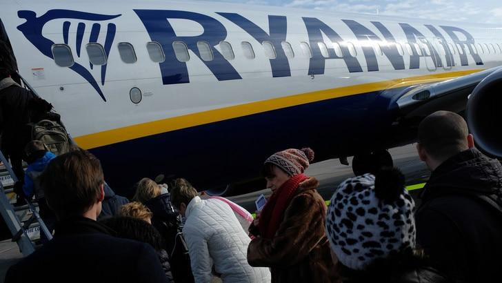 Coronavirus, Ryanair annuncia altri tagli ai voli per l'Italia