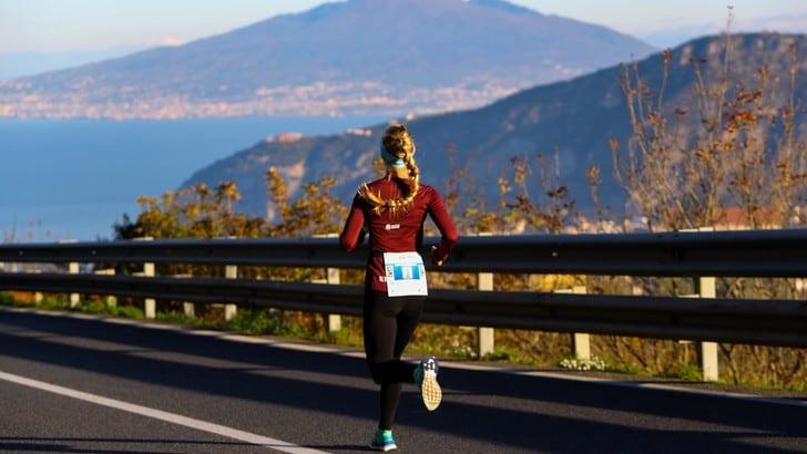 No ad allenamenti collettivi, sì alla corsa in solitaria. Rispetta le regole per il coronavirus