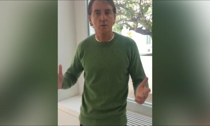 """Mancini ai giovani: """"State a casa"""""""