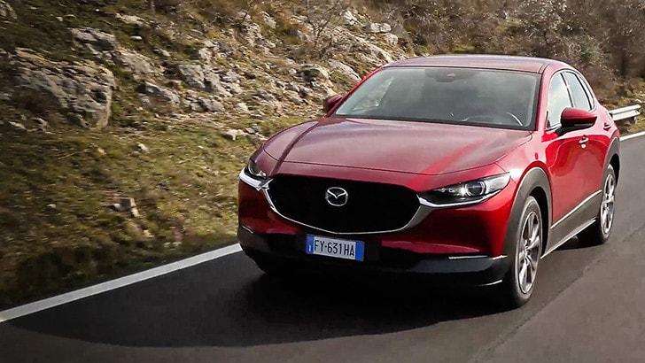 Mazda CX-30: bella fuori, sorprendente dentro VIDEO