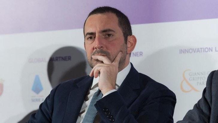 Il Ministro dello Sport interviene su Rai 3 annunciando una possibile stretta sulla corsa all'aria aperta