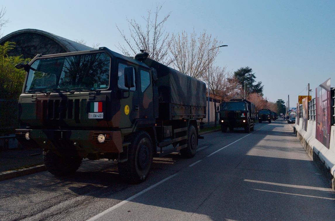 Coronavirus, Esercito Italiano trasporta le salme dei deceduti