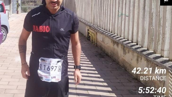 57mila passi per correre la Maratona di Roma da solo nel cortile di casa