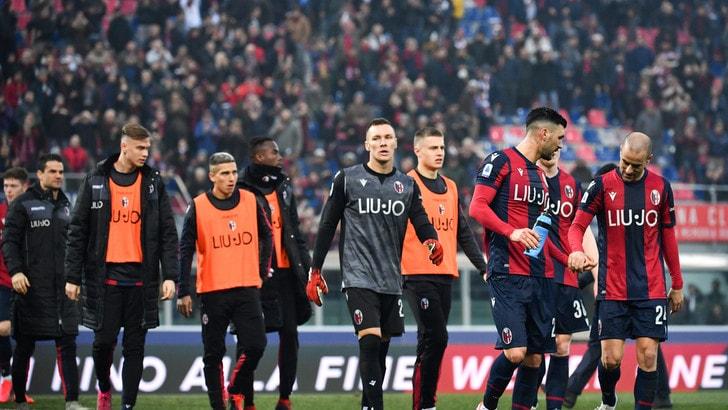 Coronavirus, i calciatori del Bologna telefonano ai tifosi