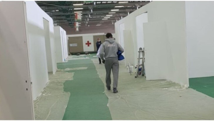 Coronavirus, tifosi Atalanta al lavoro: ospedale quasi completato