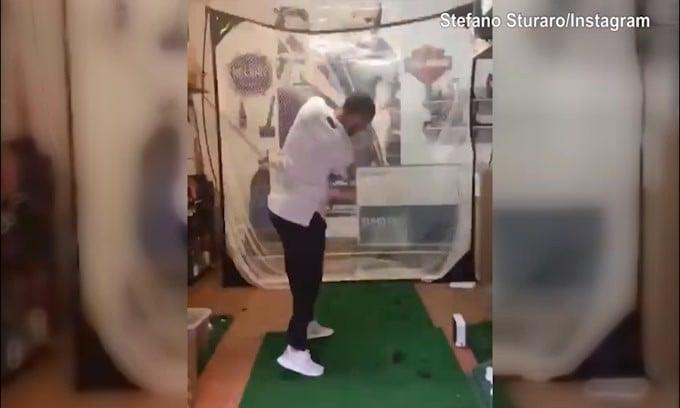 Sturaro si diverte con il golf in casa