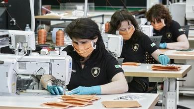 Lamborghini, produzione di mascherine e visori contro il Coronavirus