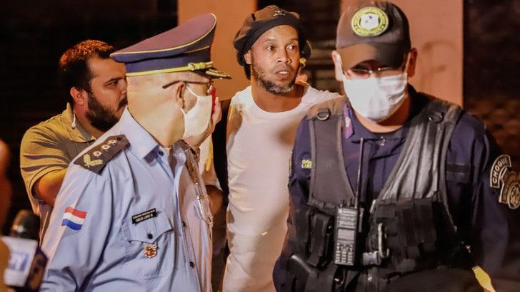 Ronaldinho resta ai domiciliari in Paraguay