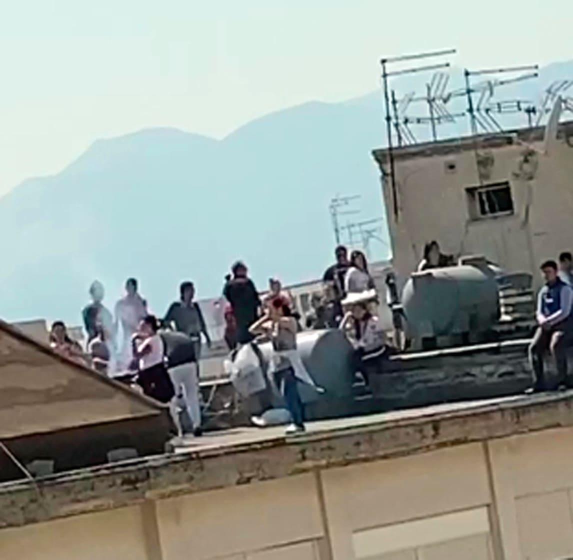 Palermo, braciolata e balli di gruppo in terrazzo