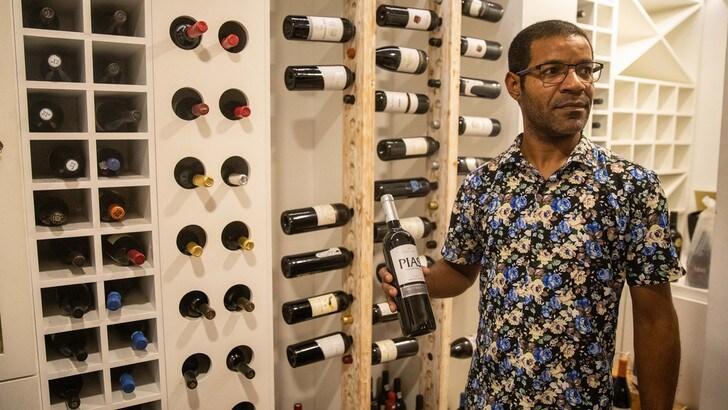 Coronavirus, il vino rosso può contenere la cura: al via i test