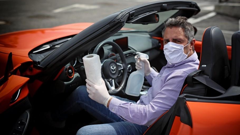 Sanificare l'auto per battere il coronavirus: le foto
