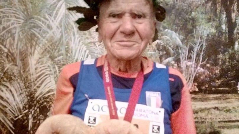 """Il podista 91enne Angelo Squadrone: """"Nel '35 la malaria, quest'anno ho saltato Roma, sogno i mondiali in Canada""""."""