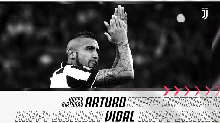 Auguri Vidal: la Juve festeggia King Arturo sui social