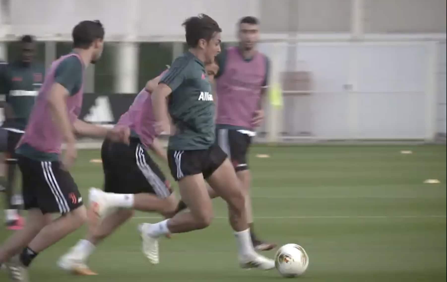 Juve, Dybala show in allenamento: scarta tutti come fossero birilli