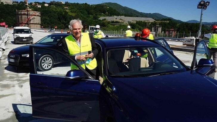 Genova, la prima auto attraversa il nuovo ponte VIDEO