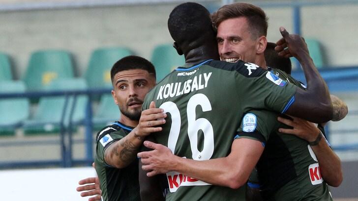 Verona-Napoli 0-2: Milik e Lozano decisivi. Simeone d'oro per il Cagliari