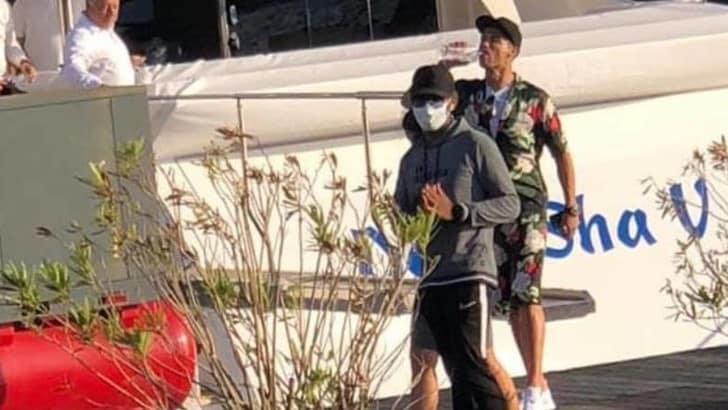 Juve, Cristiano Ronaldo avvistato con Georgina su uno yacht a Viareggio