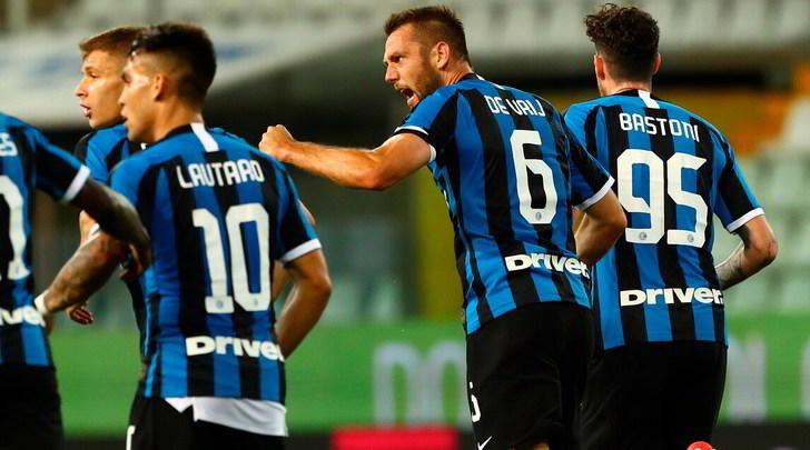 Parma-Inter 1-2: De Vrij e Bastoni salvano Conte, Juve sempre a +8