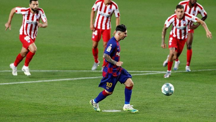 Arthur resta in panchina, Messi fa 700: il Barcellona pareggia con l'Atletico