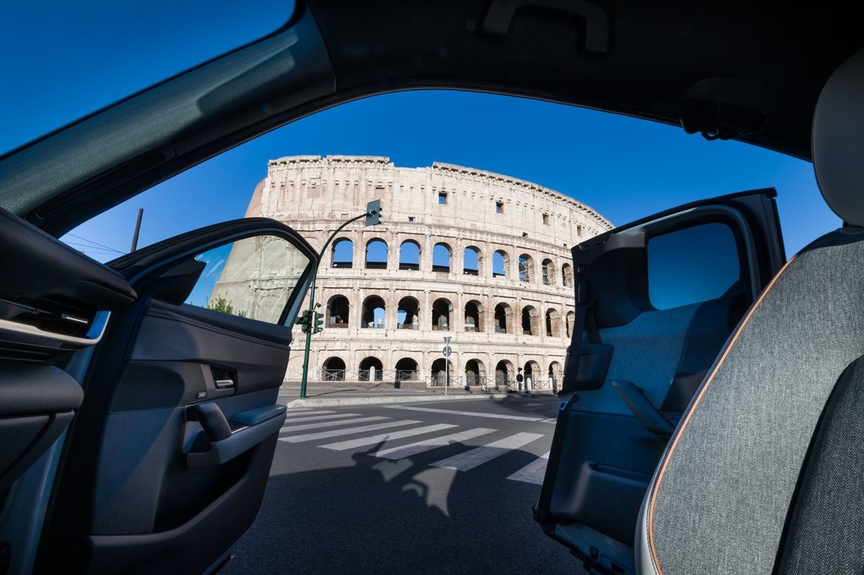 Test drive Mazda MX-30: la Grande Bellezza incontra l'elettrico FOTO