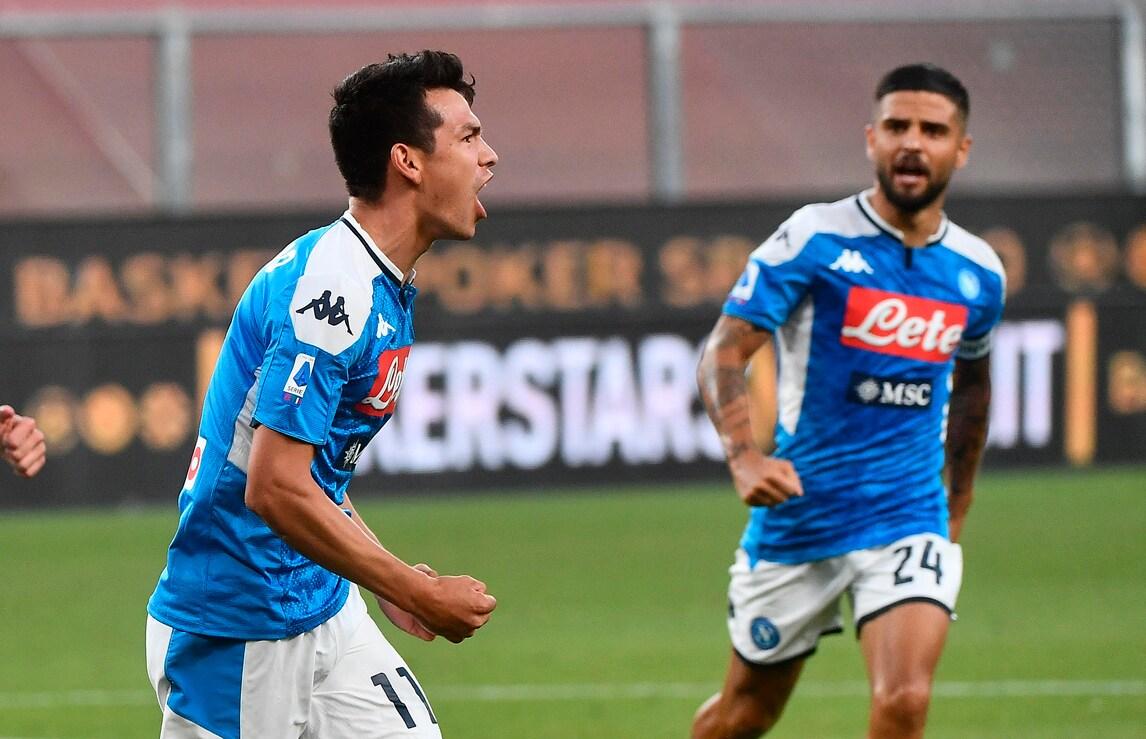 Mertens-Lozano, il Napoli va: Genoa ko 2-1