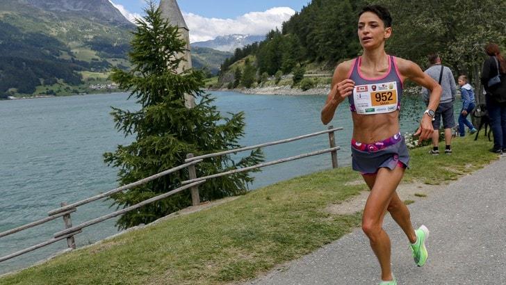 Corsa e stile con la nuova divisa femminile di Iovedodicorsa